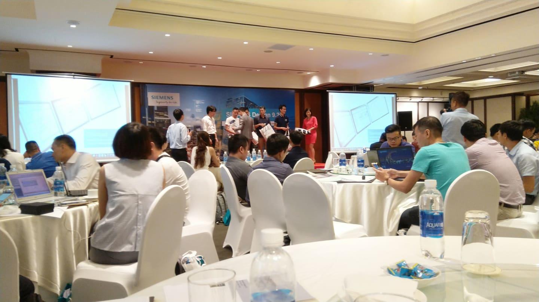 Trao quà may mắn cho khách mời hội thảo Siemens Simaris 9.2